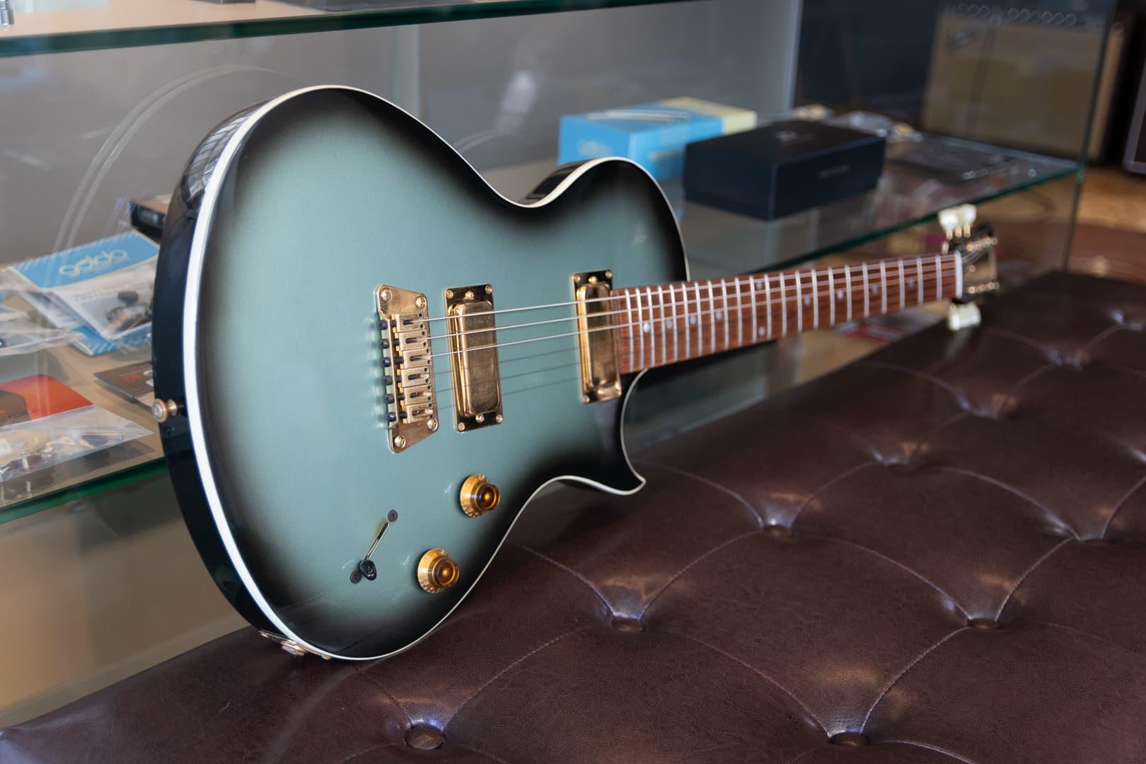 Gibson Nighthawk Landmark Series w/ Gibson Tan Case ⋆ Guitar LoversGuitar Lovers ⋆ Guitar Shop